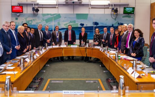 Lībiņa-Egnere Londonā: Facebook sadarbība ar valstīm dezinformācijas ierobežošanā un ārējās ietekmes novēršanā ir jāuzlabo