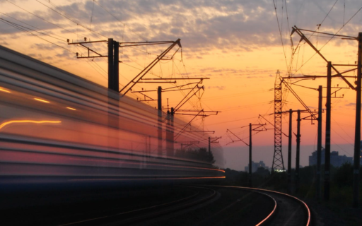 """Kariņš: """"Rail Baltica"""" kā ģeopolitiski nozīmīgākais projekts reģionā veicinās Baltijas valstu konkurētspēju un drošību"""